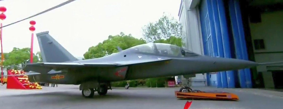 الصين تكشف النقاب عن طائرتها الهجومية الجديدة من طراز L-15B C-0ZZT-XYAASzok