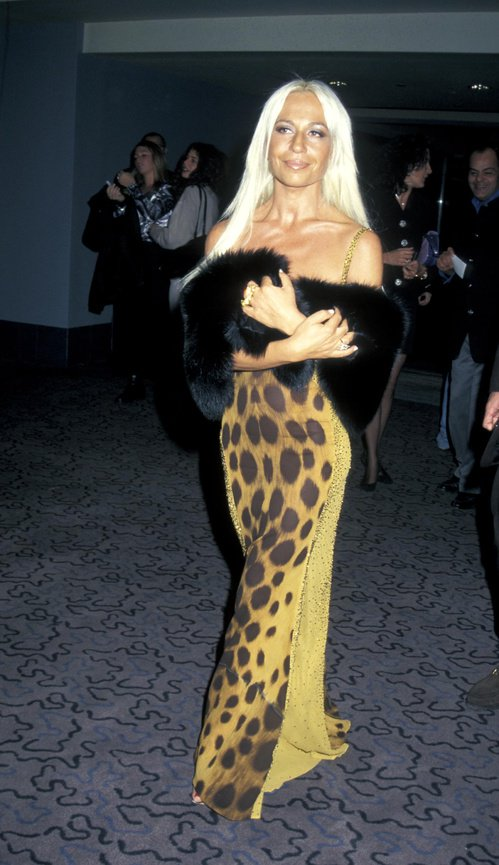 Happy birthday Donatella Versace ! Retour sur son style dans les années 90