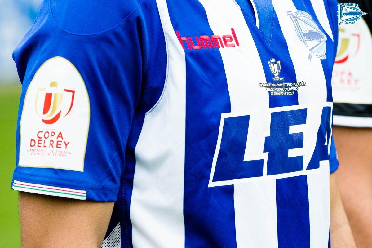 El Alavés presentó la camiseta Hummel que usará en la final de la Copa del Rey