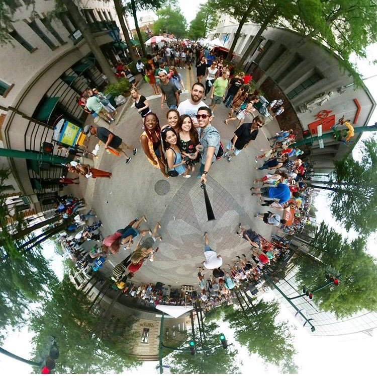 Another one at the @festivalintl Enjoying with our blogger friends @priscillaeslo @theascoop #360 #tinyplanetcouple #tinyplanet #javicel<br>http://pic.twitter.com/Z7v5IgN1ib