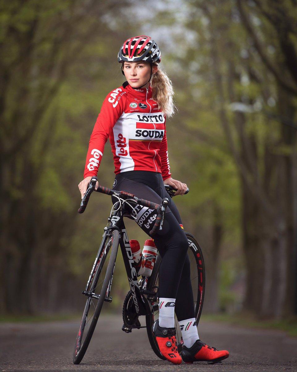 Fahrrad girl in der ubahn bicycle girl in the metro - 1 6