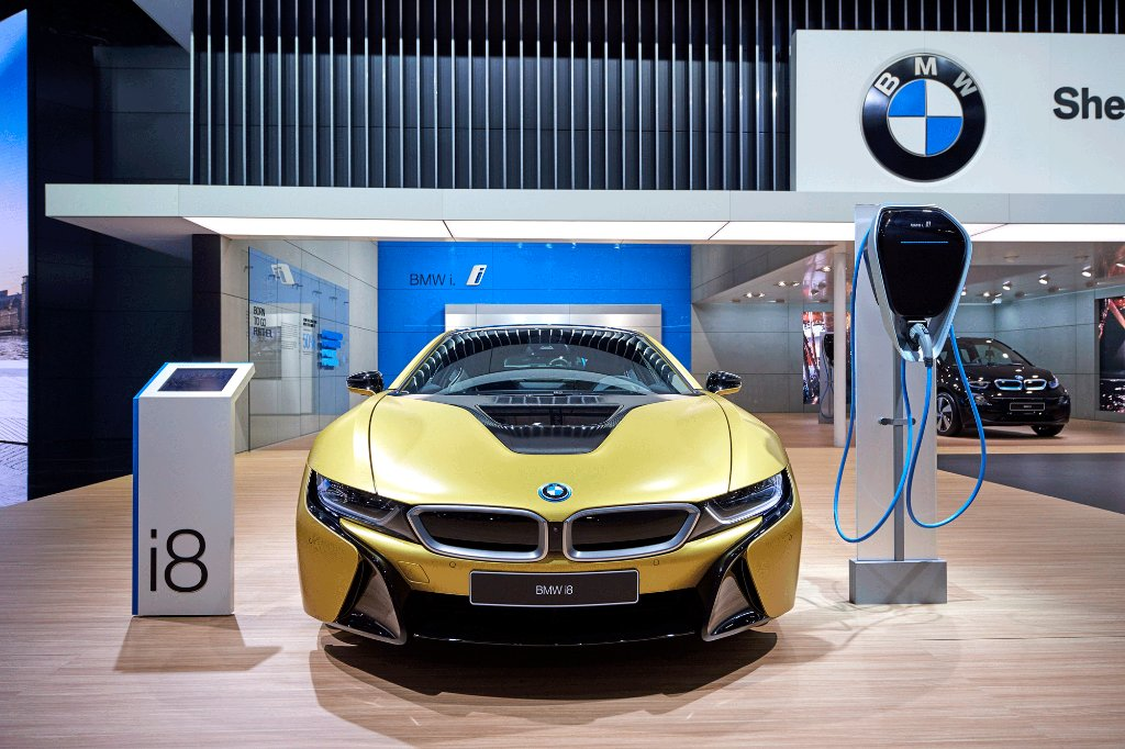 Bmw On Twitter Born To Stand Out The Bmwi8 Protonic Frozen