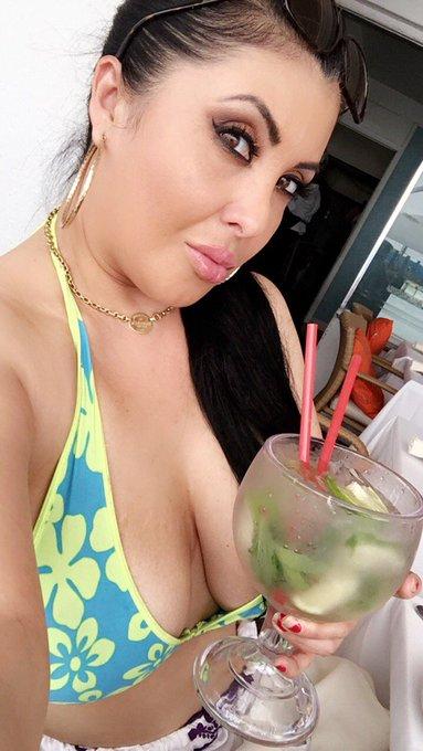 Here I cum Miami!!! 😘💋 https://t.co/gN9KJXNIl6