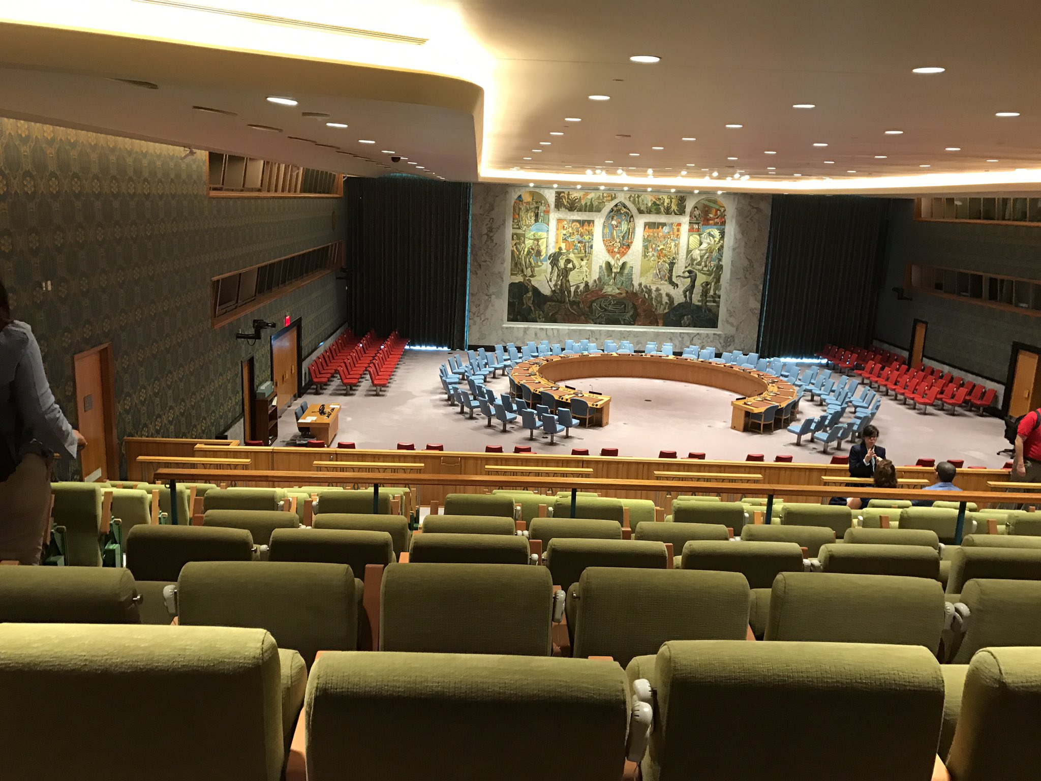 At the United Nations in the Security Council -where ppp meet for emergency meetings (nuclear weapons, Syrian cease fire, Chem weapons, etc) https://t.co/hBeVwnoq38