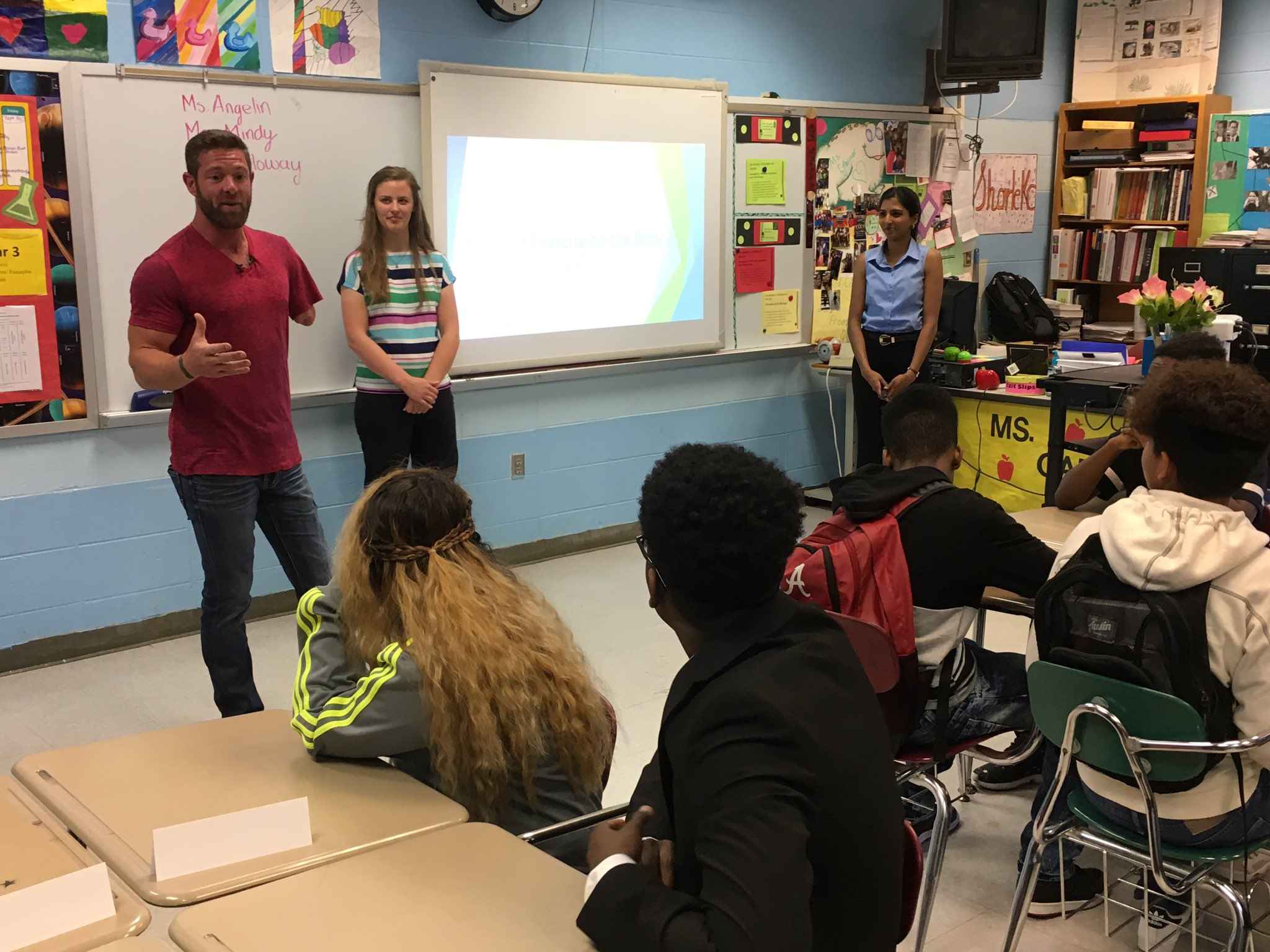 .@Noah_Galloway It begins! @Noah_Galloway kicks of the lesson & then hands it over to Angelin & Mindy, UABTeach students. #uteachweek #uteach20 @UABTeach https://t.co/uasysAdot7