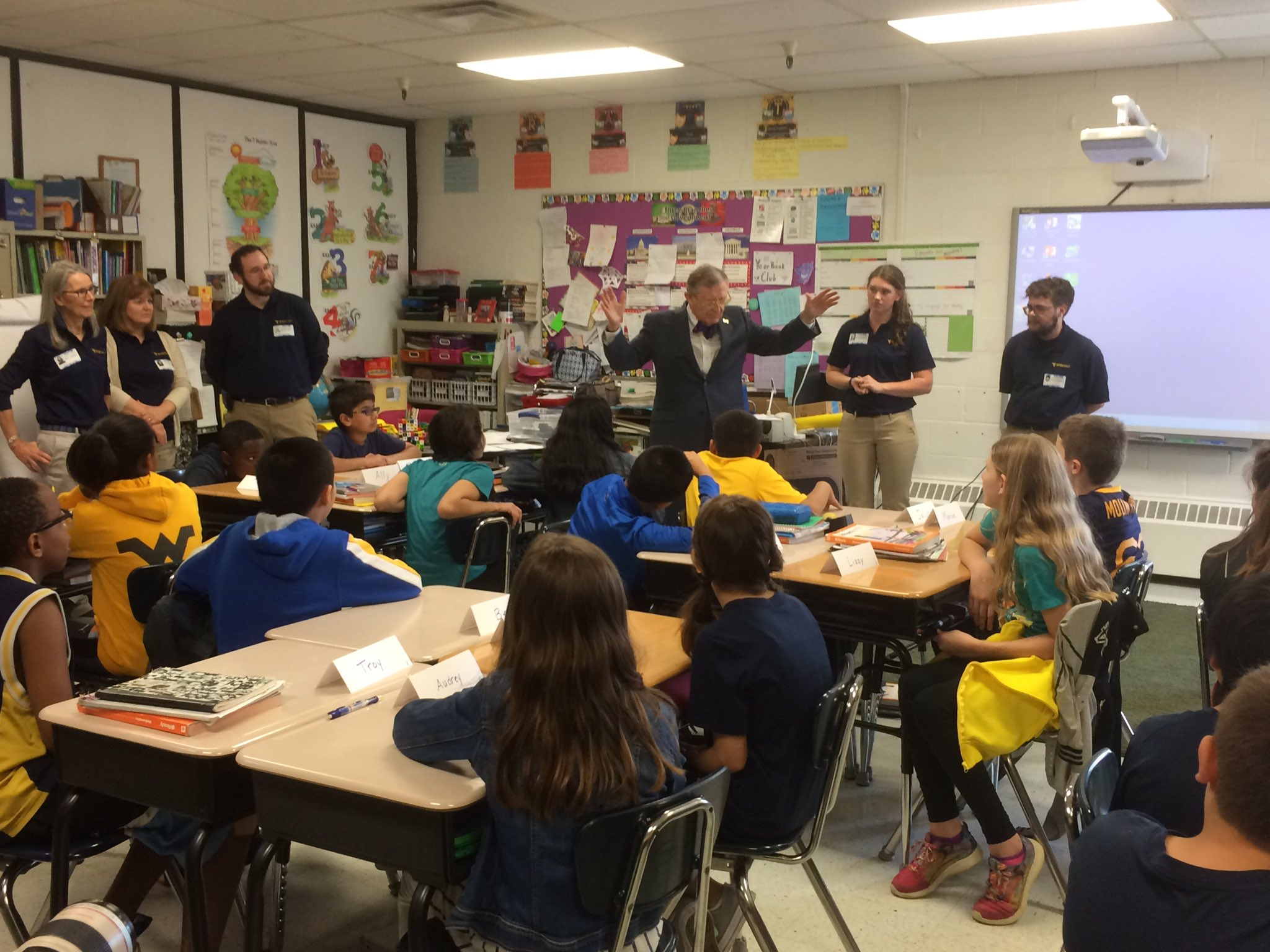 WVUteach students and President Gee are giving a group of 5th graders from North Elementary School a math lesson for WVUteach Day. https://t.co/3NMu2jGKF4