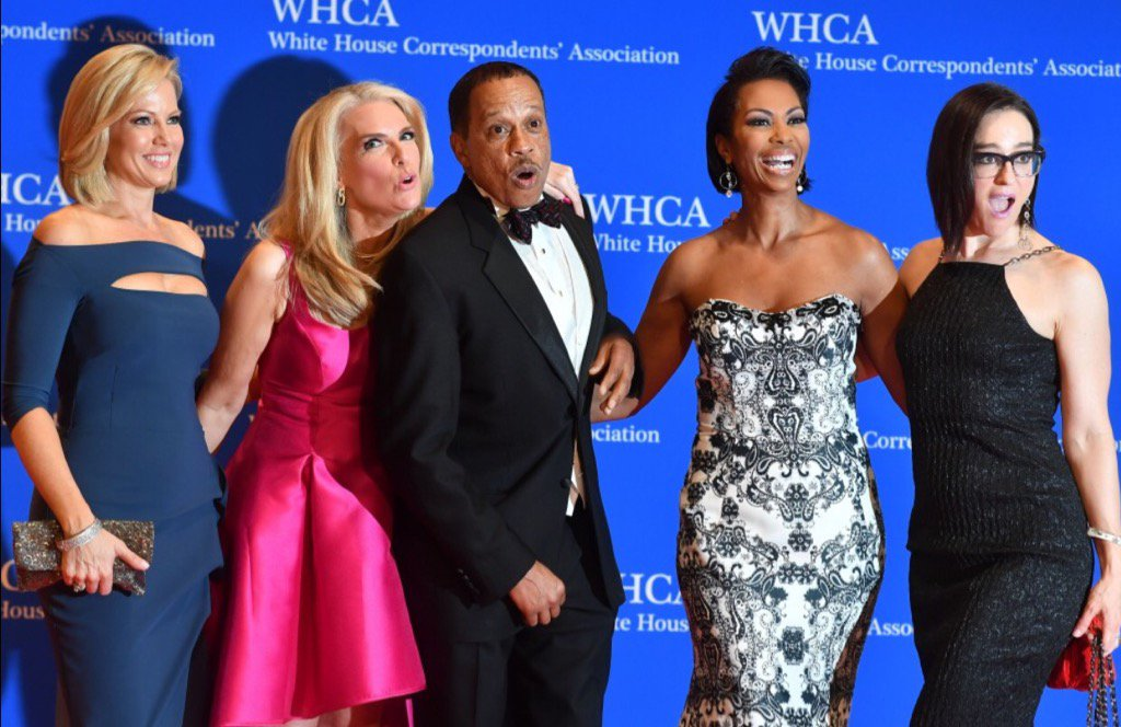 He was #OneLuckyGuy in this picture! ❤ @TheJuanWilliams @ShannonBream @HARRISFAULKNER @KennedyNation #WHCD