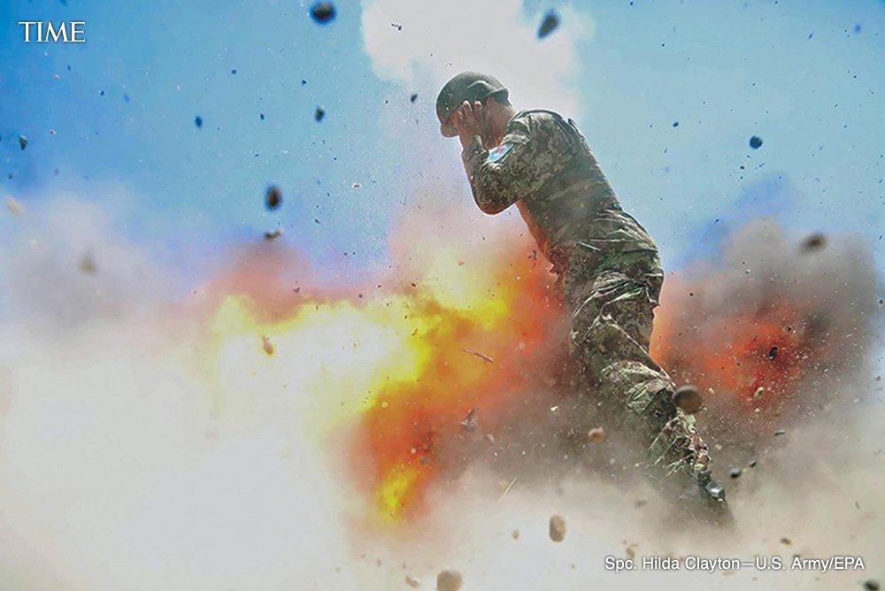 مجندة , مصورة أمريكية توثق لحظة وفاتها بكاميرتها C-24iCaXgAAiq_6