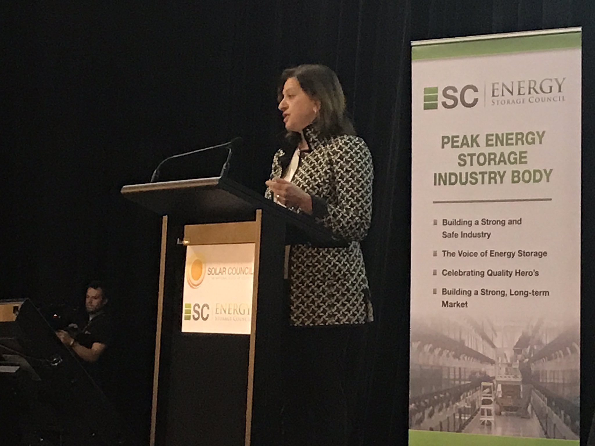 Powerful speech by Audrey Zibelman   @AEMO_Media #SolarStorage2017 Need new business models for new energy industry. https://t.co/yJJ3LcG7Fh