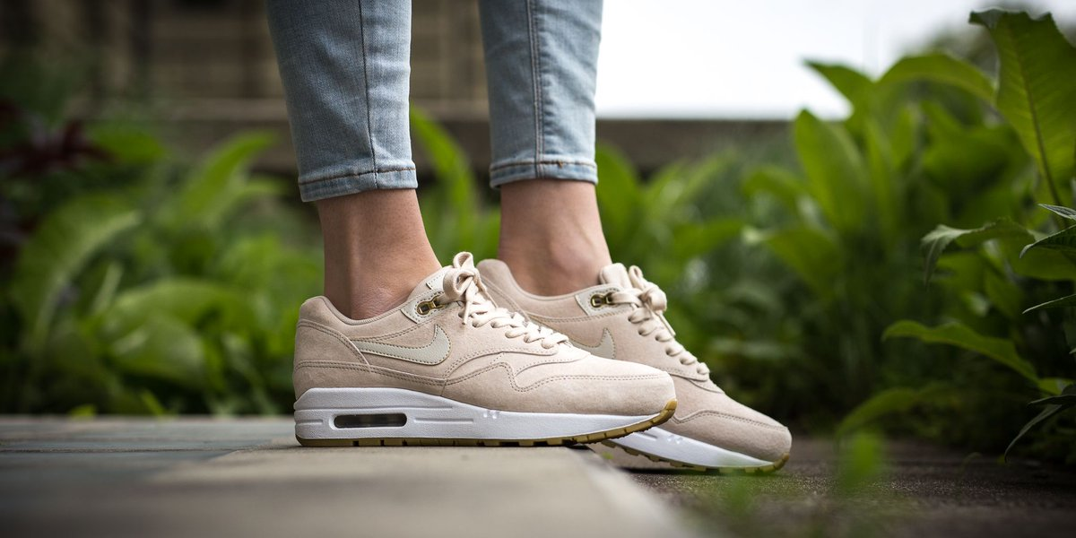 new arrival 0cfec 7be58 NEW IN! Nike Wmns Air Max 1 Sd - Oatmeal/Oatmeal-White-Gum Light Brown SHOP  HERE: http://bit.ly/2pTLJu6 pic.twitter.com/MacHeBe0oY