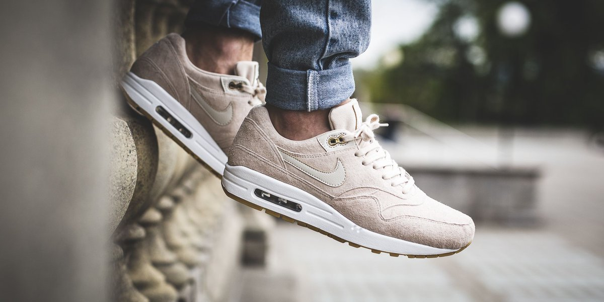 best website 7c07a c4675 NEW IN! Nike Wmns Air Max 1 Sd - Oatmeal/Oatmeal-White-Gum Light Brown SHOP  HERE: http://bit.ly/2p1Zody pic.twitter.com/voeCbHH20n