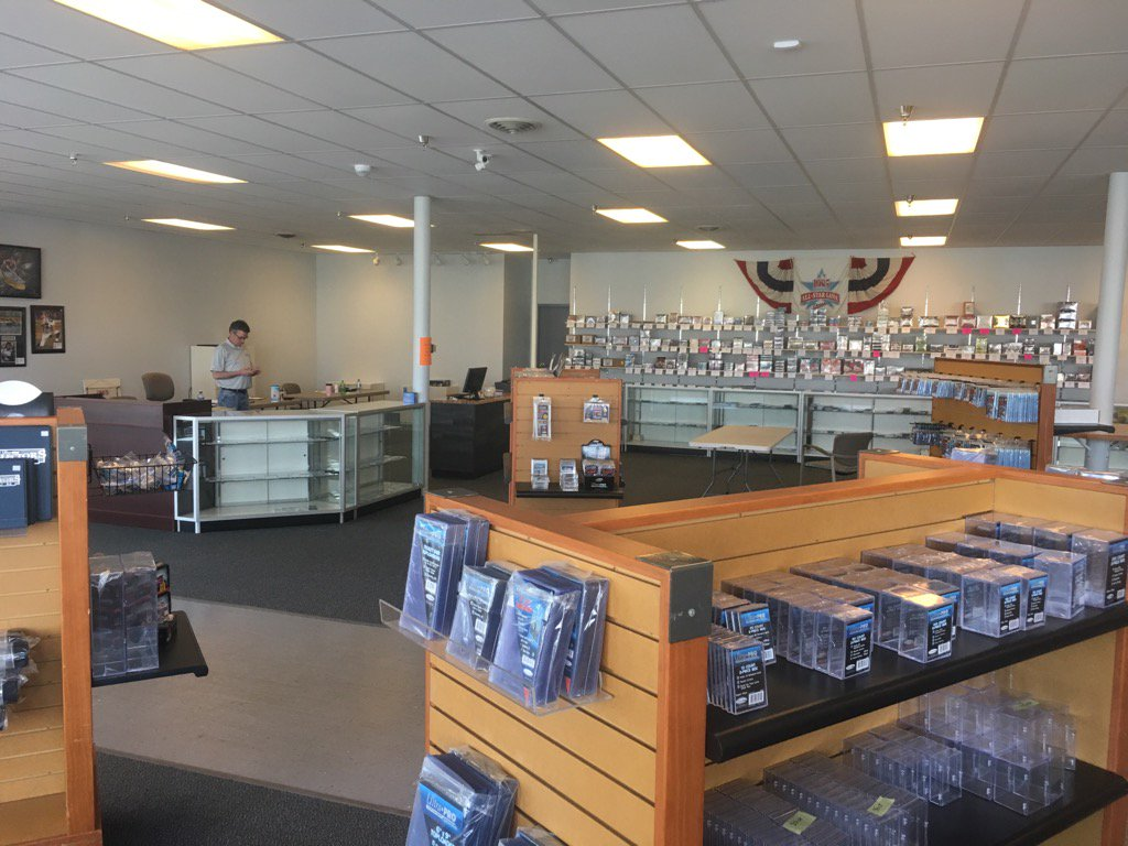 Do not adjust your twitter, this new @Three_Stars location is ginormous and awesome. The hobby is growing in MN! https://t.co/zyGOqhgBz6