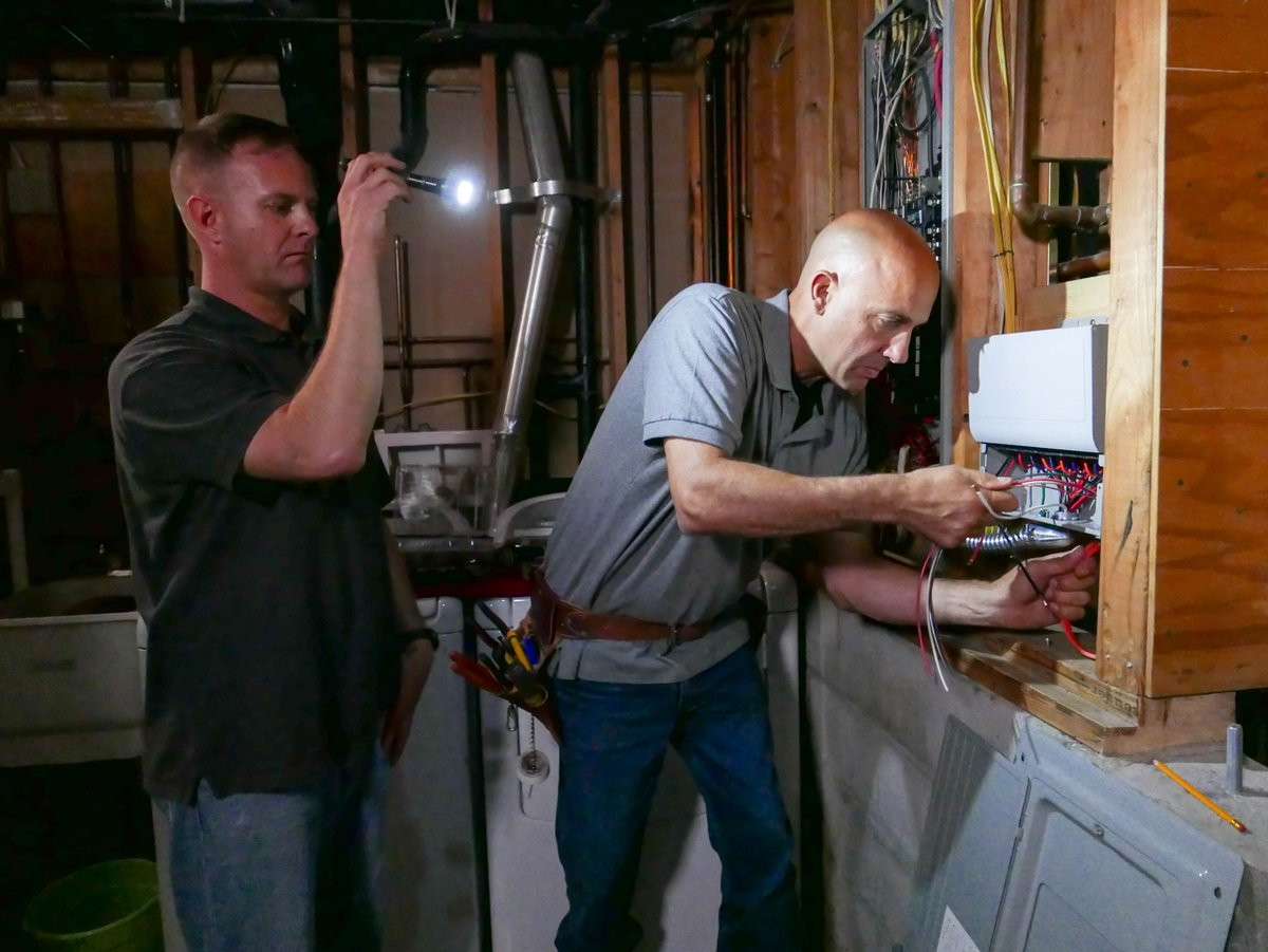 ask this old house on twitter scottcarontoh is wiring for a rh twitter com Ask This Old House Crew This Old House TV Show