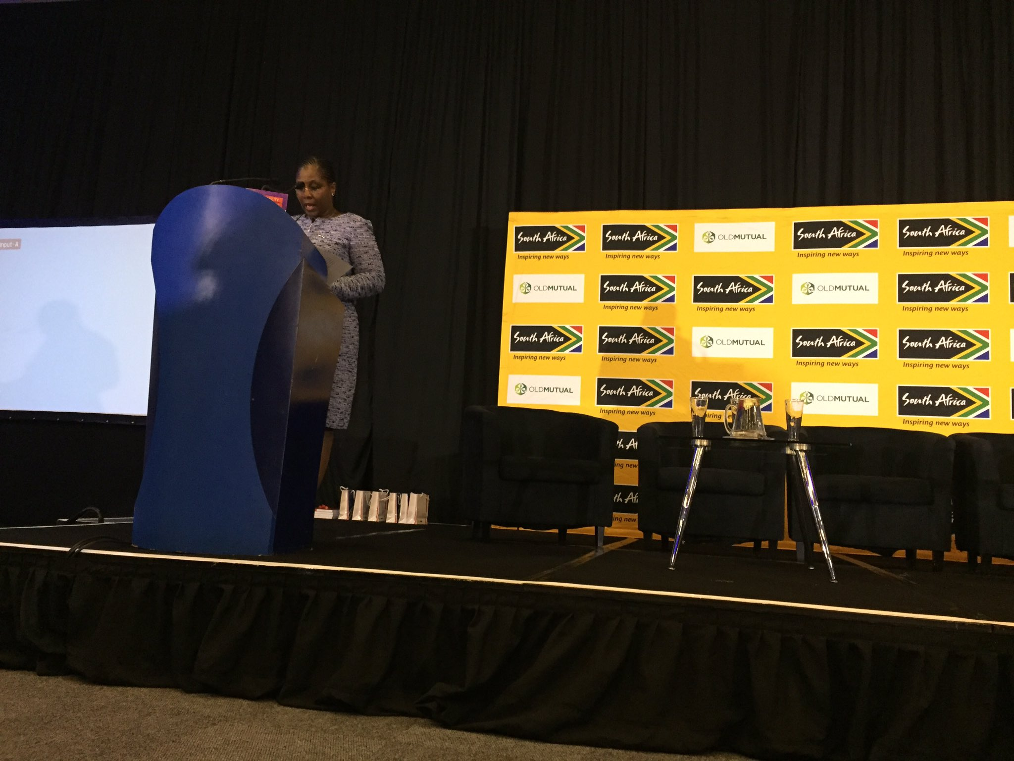 Minister addresses @brand_sa breakfast forum on the youth & digital revolution #connectingAfrica https://t.co/HW8IdFRtfP