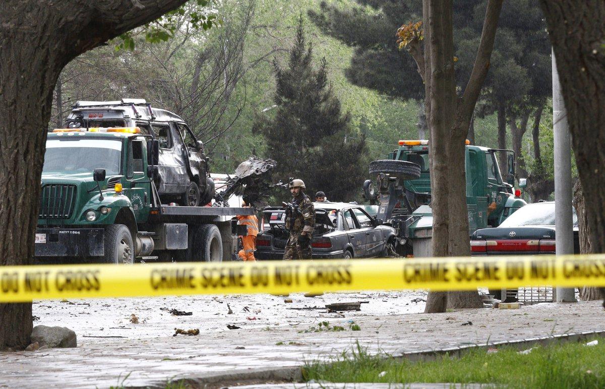 مقتل 8 جنود أمريكيين بعملية استشهادية قرب السفارة اﻷمري C-4j1BFWAAAht0P