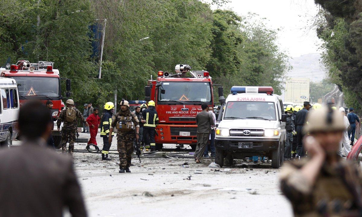 مقتل 8 جنود أمريكيين بعملية استشهادية قرب السفارة اﻷمري C-4jyYGWsAAQVh-