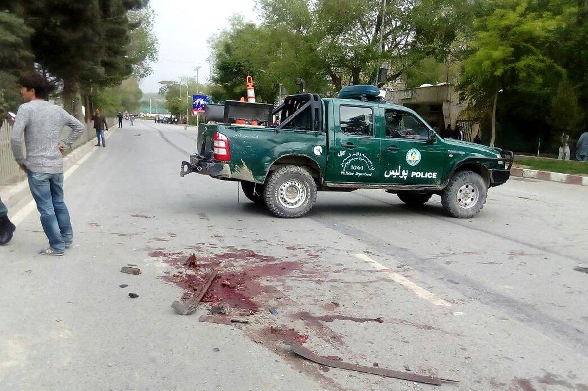 مقتل 8 جنود أمريكيين بعملية استشهادية قرب السفارة اﻷمري C-4jzcWXkAAsAeI