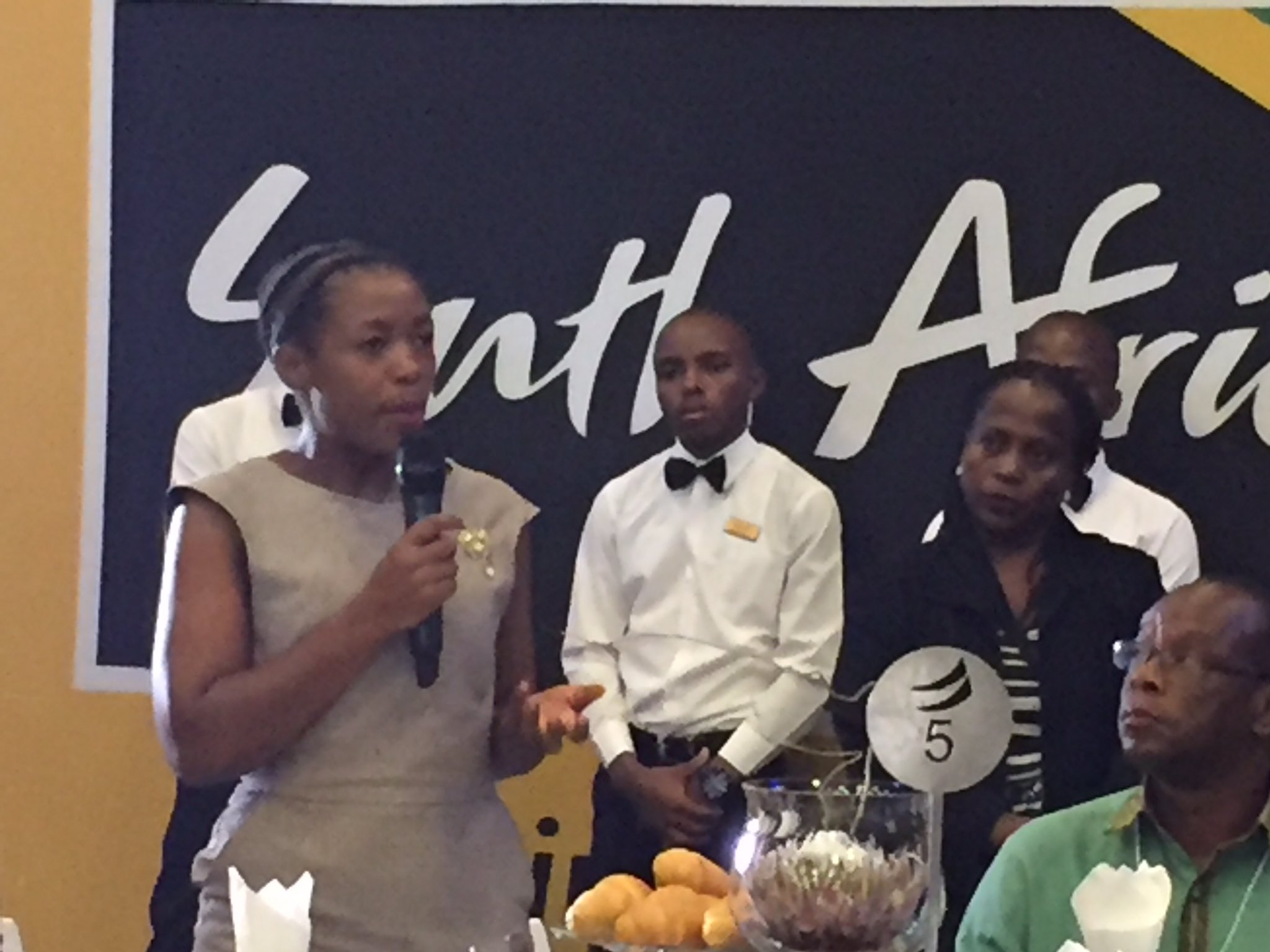 African youth want 2 study abroad as 1st prize, not within the continent #BrandSAYouthBreakfast #WEFAfrica2017 cc @Brand_SA @Andile_Khumalo https://t.co/Cyrs17GEWV
