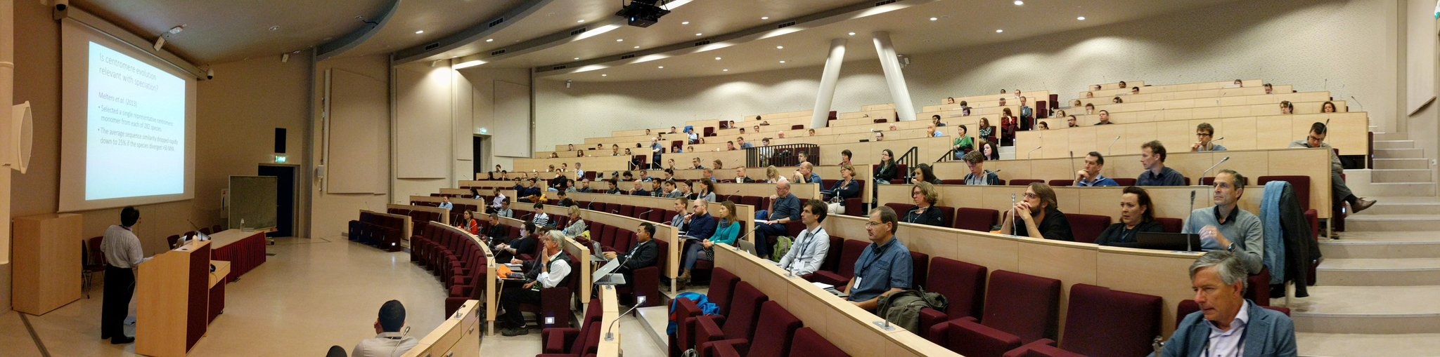 Early morning, still some missing, but already packed #SMRTLeiden https://t.co/6OBf2gL5uW