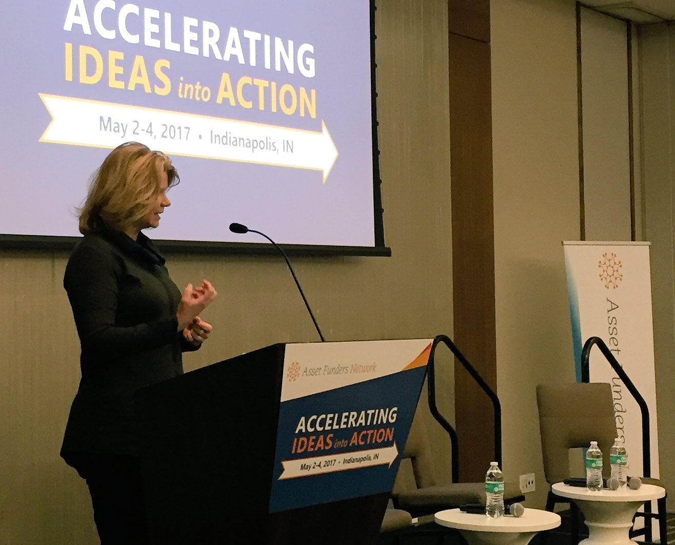 """.@idarademacher at @AssetFunders #ideasintoaction """"bottom 50% of Americans have only 1% of nation's wealth."""" https://t.co/rs5JHqr1xD"""