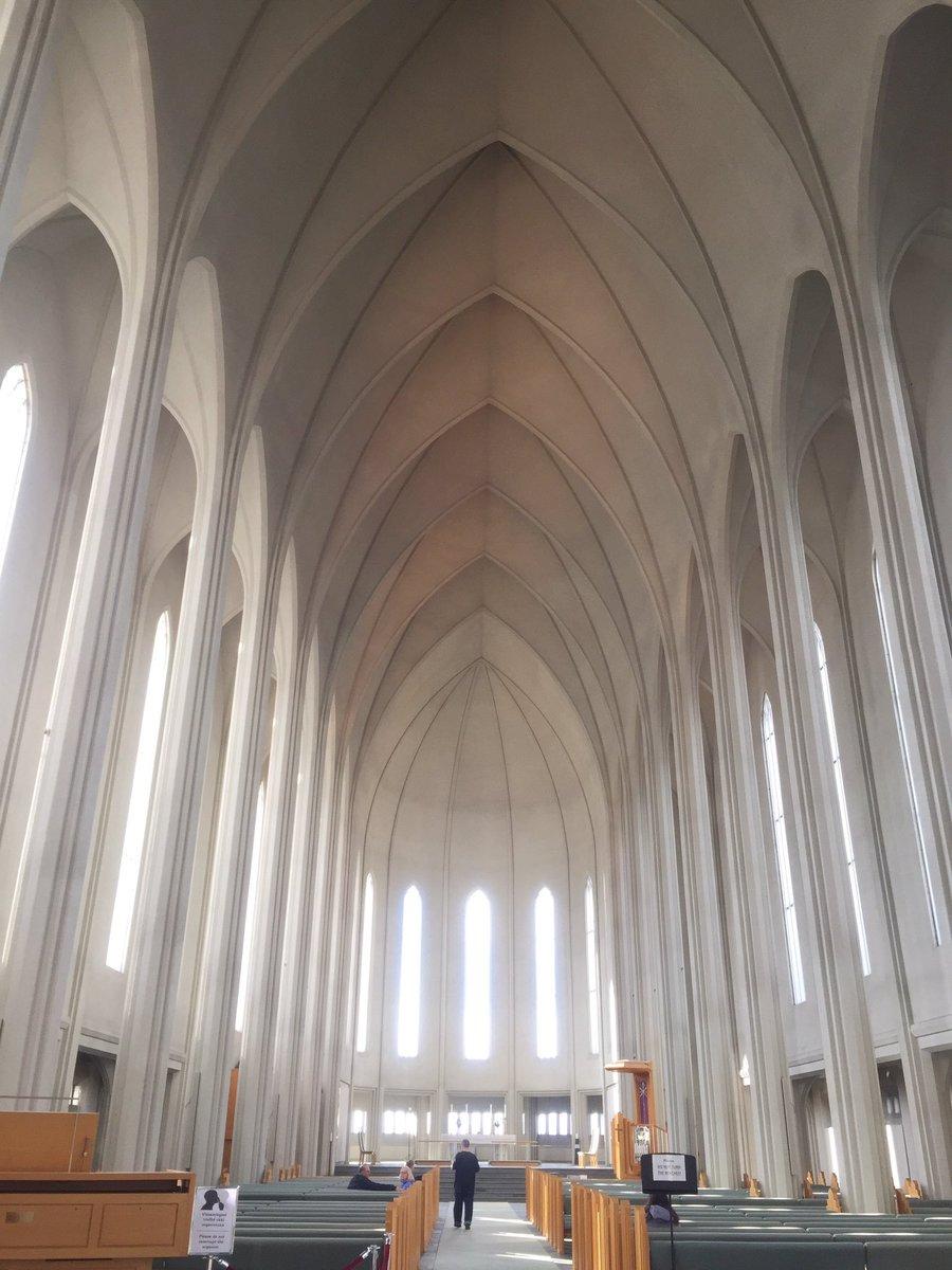 ハットルグリムス教会! しばらく座ってたら心が安らかになった