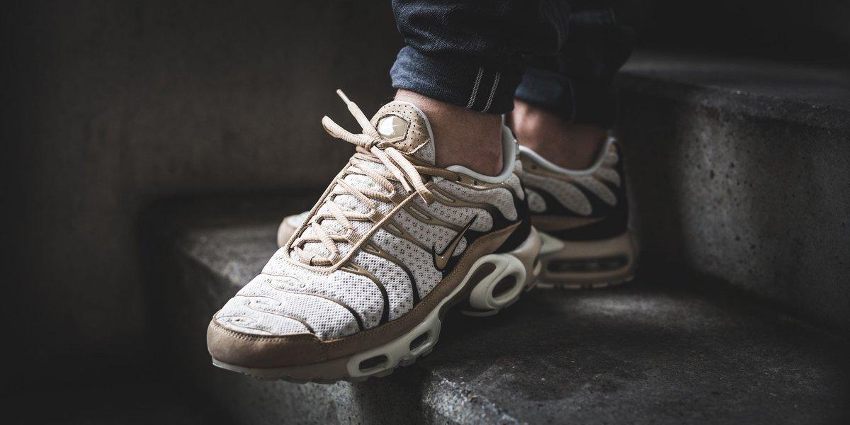... JustFreshKicks on Twitter  Nike Mens Air Max Plus Running Shoes Dark ... 8dff1e5de
