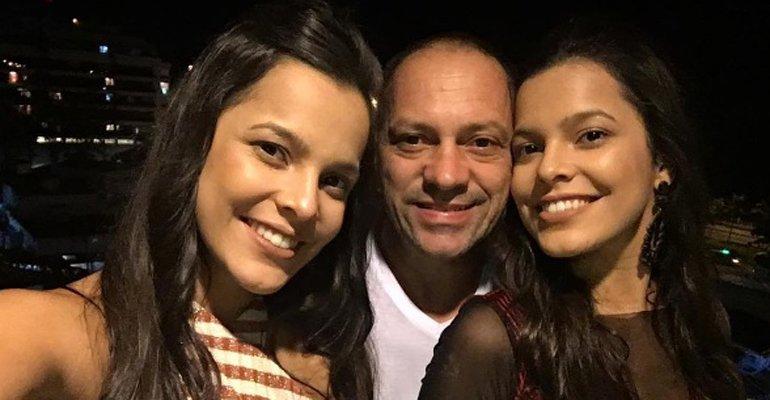 Volnei, pai de @emillyaraujoof e @maylaaraujoof, se derrete pelas gêmeas: 'Cada dia me dando mais orgulho'. Veja --> https://t.co/CTqLPjFhPg