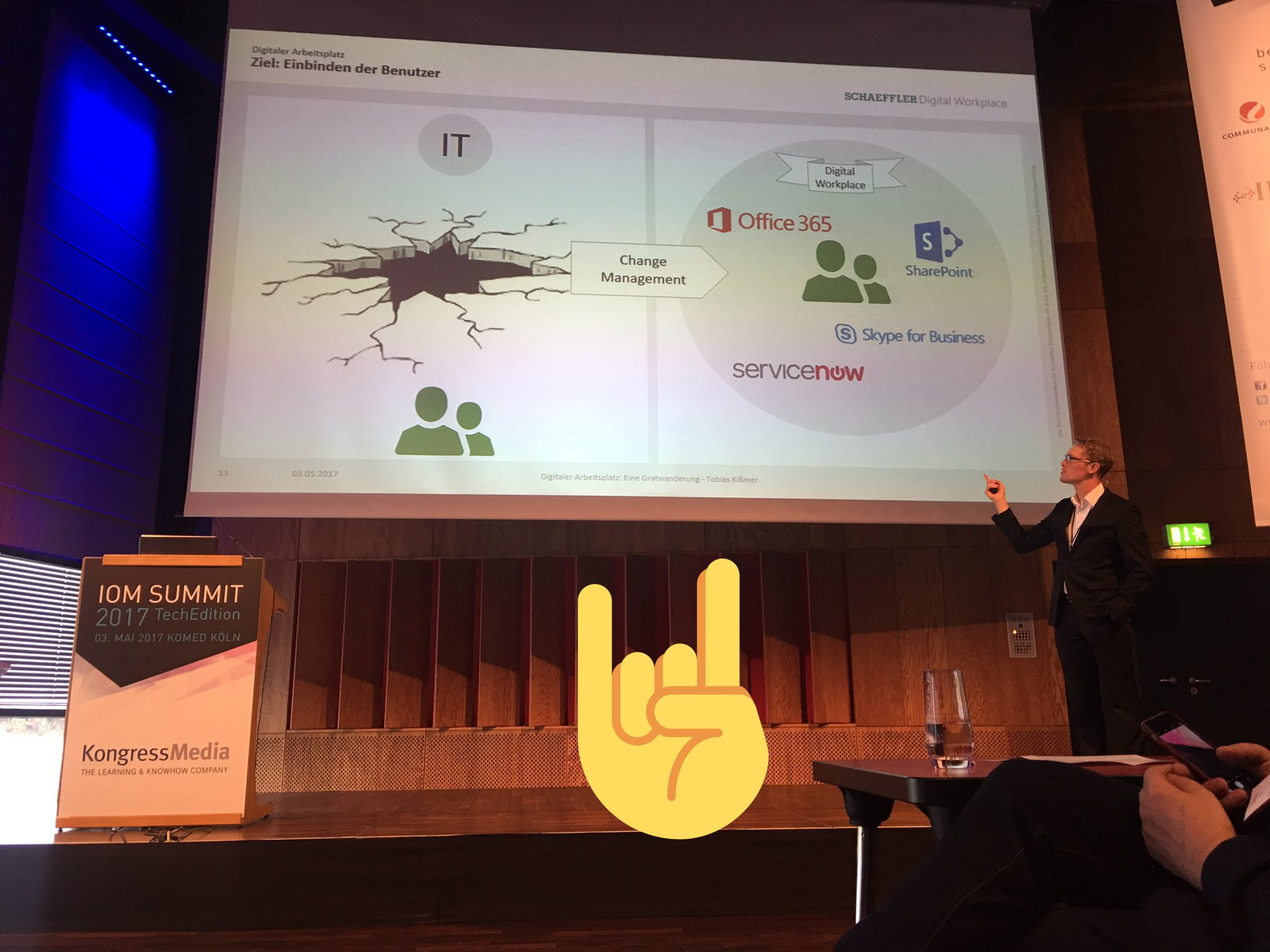 Cool guy! #thx Tobias - that is a problem in every AG! #mindshift @iomsummit #ioms17 #DigitalWorkplace @schaefflergroup with #Office365 https://t.co/M6JxYDzVaa