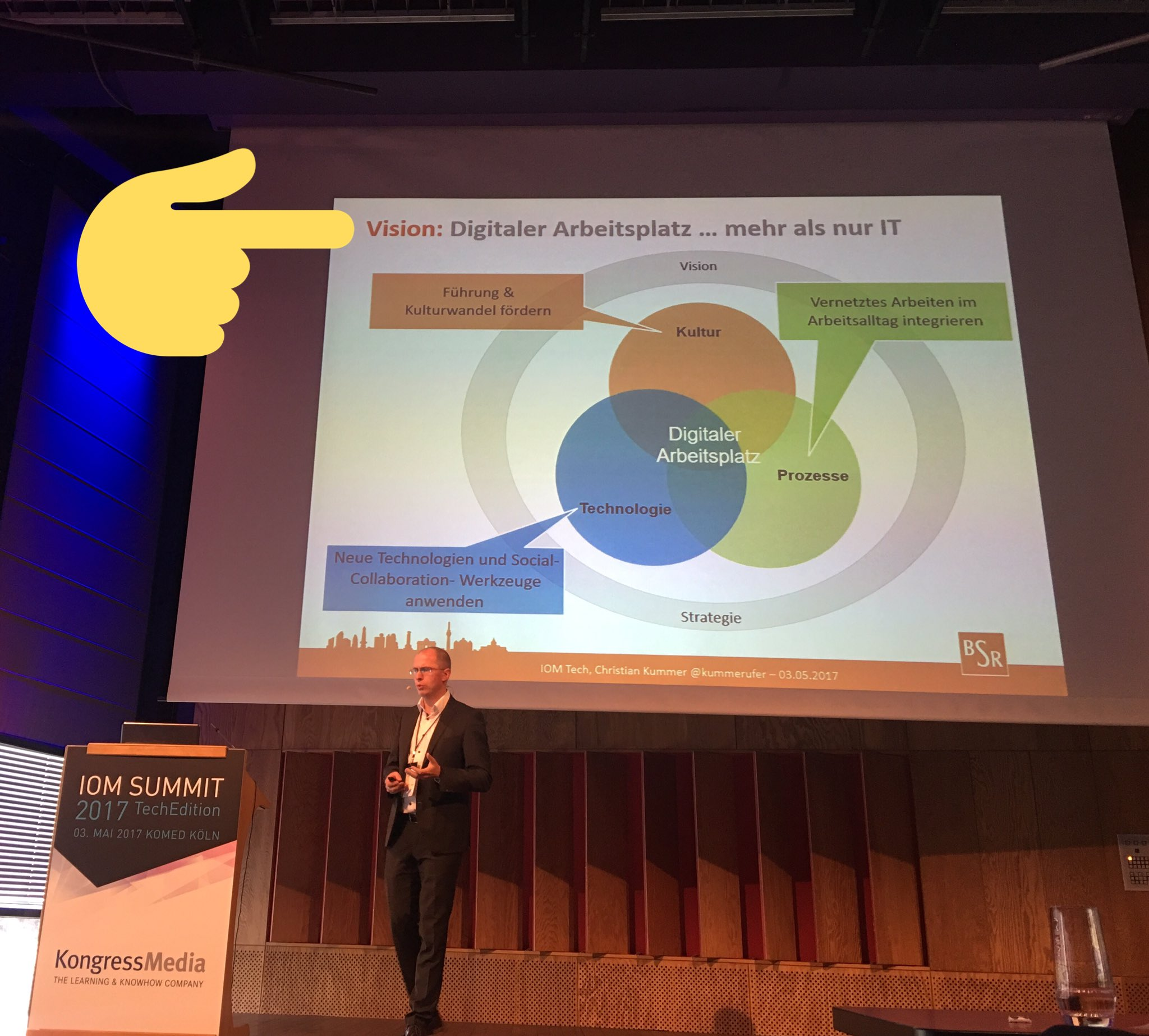 True words... #DigitalWorkplace is more than just IT -> #mindshift @iomsummit #thx to @kummerufer #ioms17 https://t.co/ANwf0uyjWF