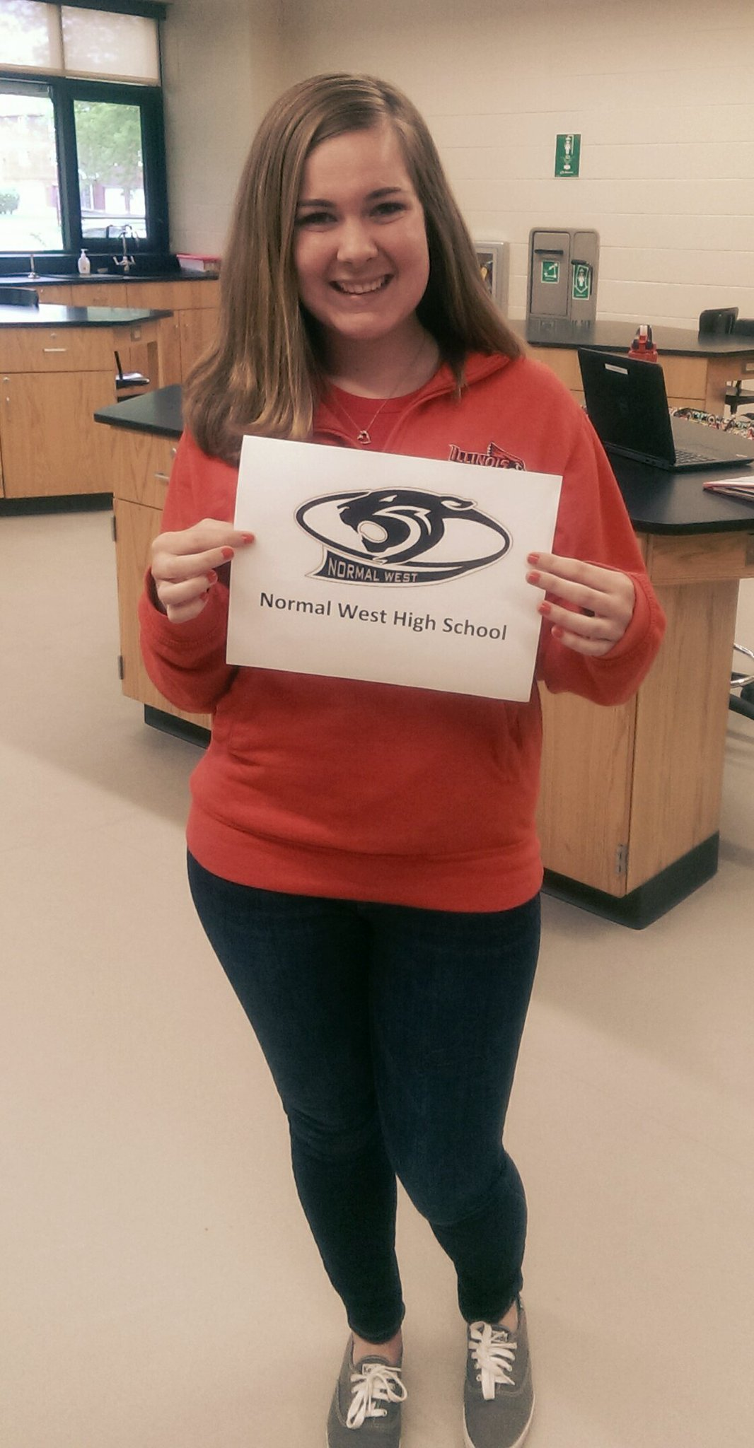 Look who just #gothired. Preview Guide Zuzi officially accepted a job offer to teach biology @NormalWestHigh #StateYourCareer  Congrats! https://t.co/1kedjnJWv1