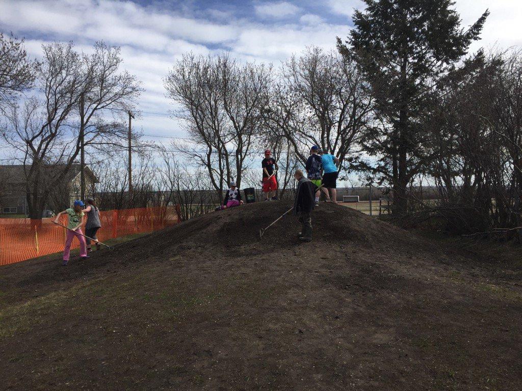 #donsch grade 5/6 students planting grass on the toboggan hill https://t.co/u9SegS2X03