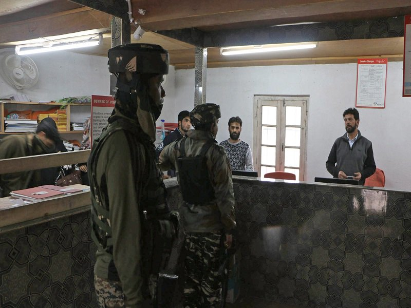 Terrorists on 'mission loot' in Kashmir Valley http://toi.in/_yuI2b
