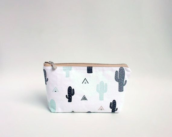 Cactus pouch, Makeup bag, Cacti cosmetic bag, Large pencil case, Succulent, Cosmetic pouch, Cactus make up bag, Trousse, Travel bag