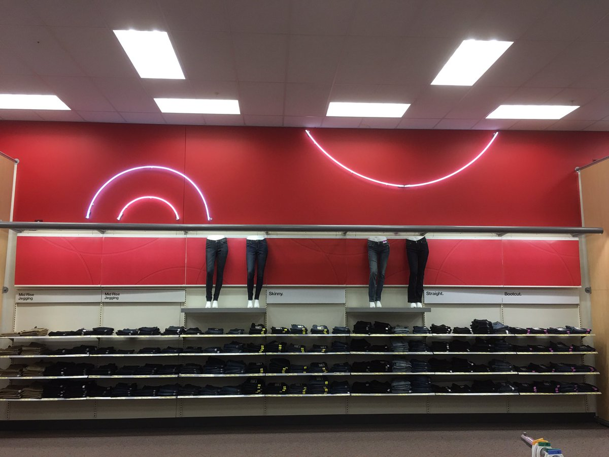 Helped out with improving our jean wall today! Go sales!! #T2320ModelStore #PropertyManagement #D303 #Target<br>http://pic.twitter.com/V7Spcq8pZP