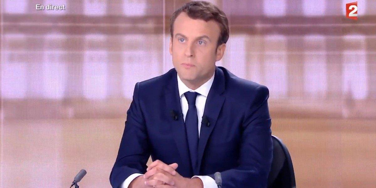 Macron à Le Pen : 'Ce que vous proposez, c'est de la poudre de  perlimpinpin' #2017LeDebat https://t.co/389g33EVzv
