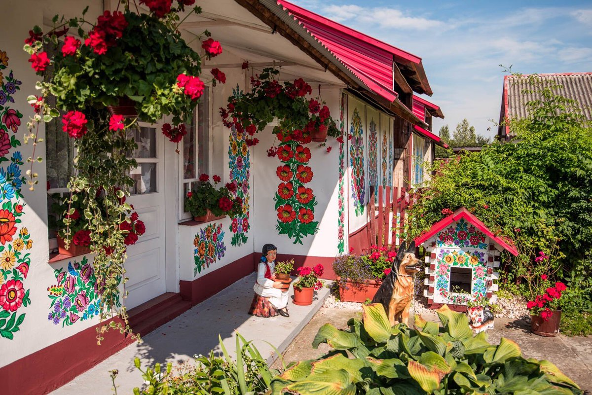 European beauty on twitter zalipie is a small village in for Case in legno polonia
