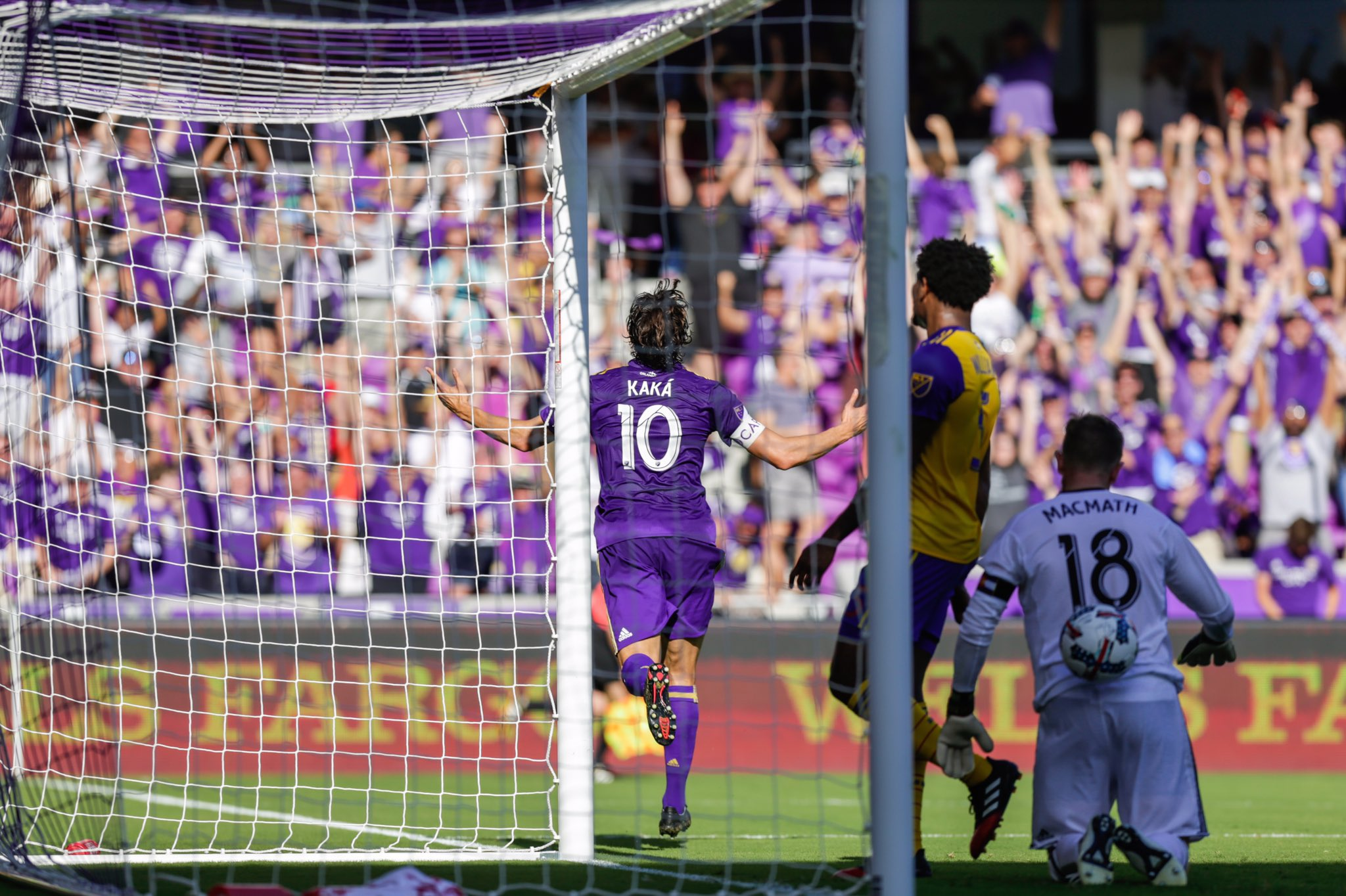 The moment that never ends.. ⚽️ #GoLions #TORvORL ☝��☝�� https://t.co/M5x5nyp1Pv