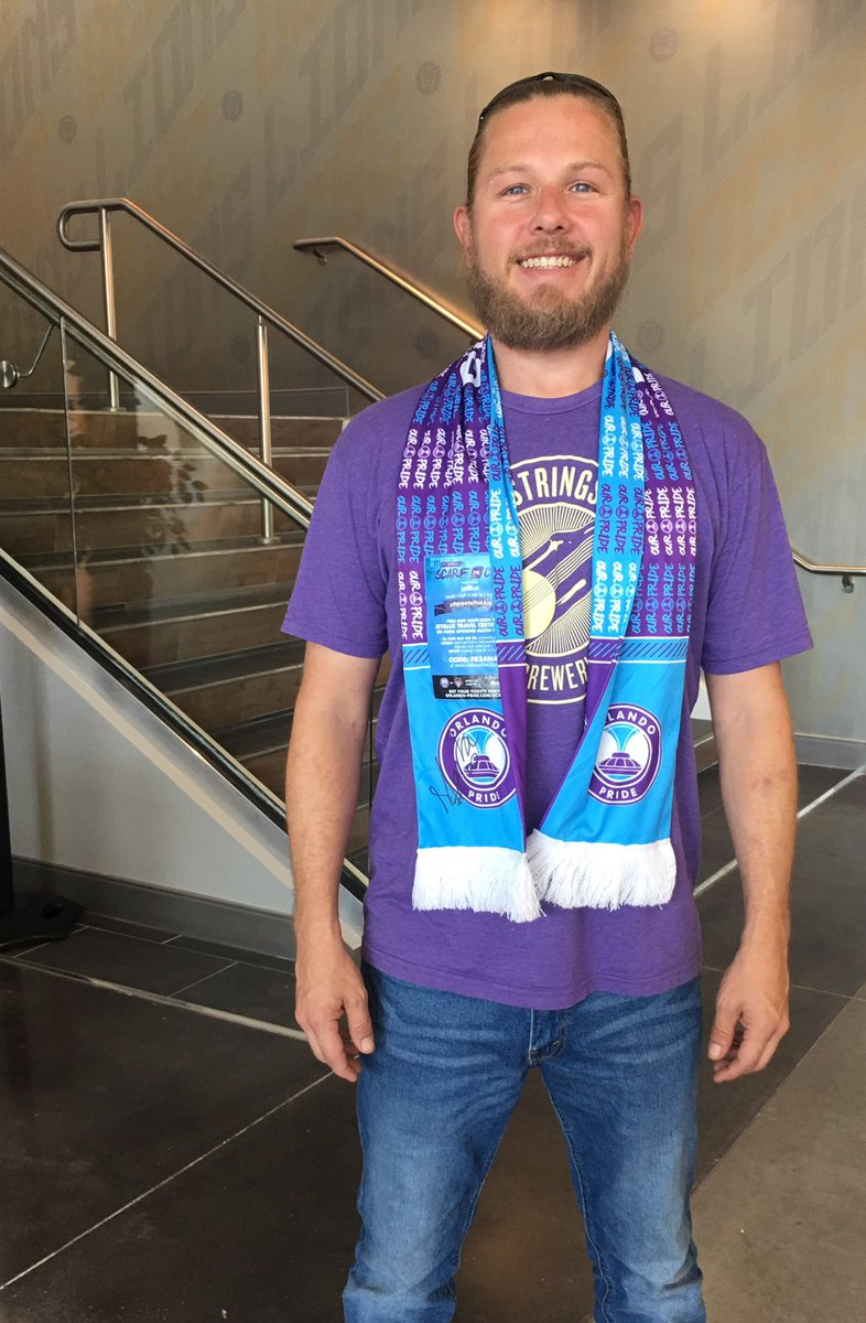 The winner of our #Marta autographed @JetBlue #PrideInTheAir scarf stopped by today to pick up his prize! Congrats Charles! <br>http://pic.twitter.com/kL8DdlcDyM