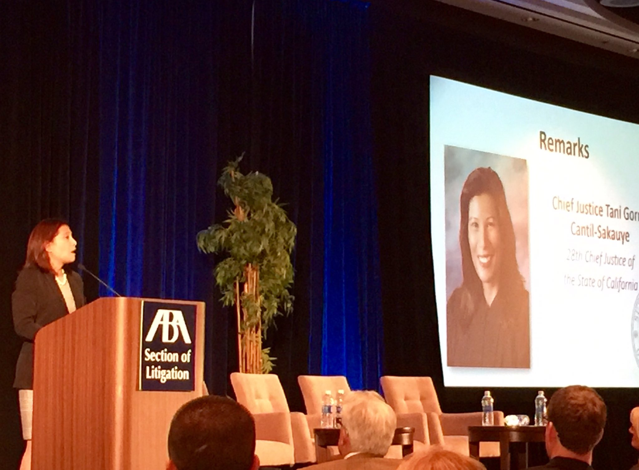 "CA Chief Justice Tani Cantil-Sakauye at #LitigationSAC on why courts should b ""sensitive places"" with no immigration raids. 👍🏽⚖️ #ThankYou https://t.co/XY6EXaXBh0"