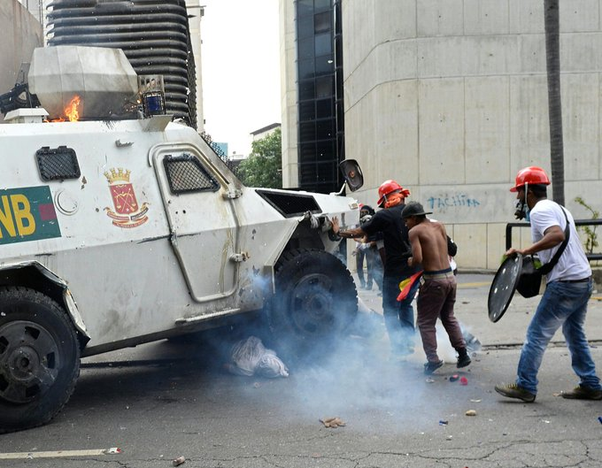 #UPDATE Venezuelan National Guard truck runs over opposition demonstrators in Caracas during violent protests https://t.co/O7yaygYs3B