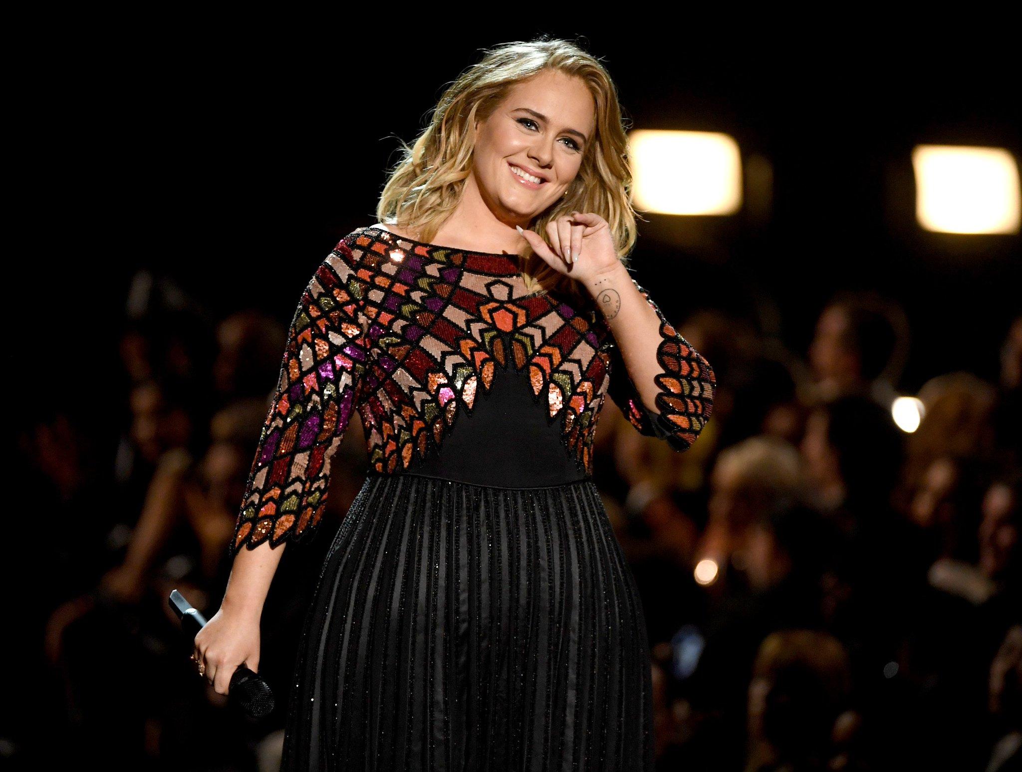 "Happy birthday juga untuk Adele. Penyanyi berusia 29 th ini pintar membuat lagu\"" galau menyayat hati"