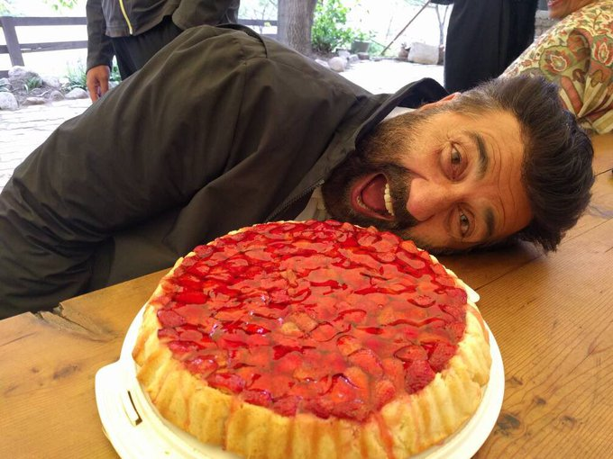 Cake lovers beware, I ain't stopping at one!! #manali #martin's #yummy #delicious #berries #palpaldilkepass #ppdkp #lifeisgood #lovemyjob https://t.co/hFVsPf2Xxu