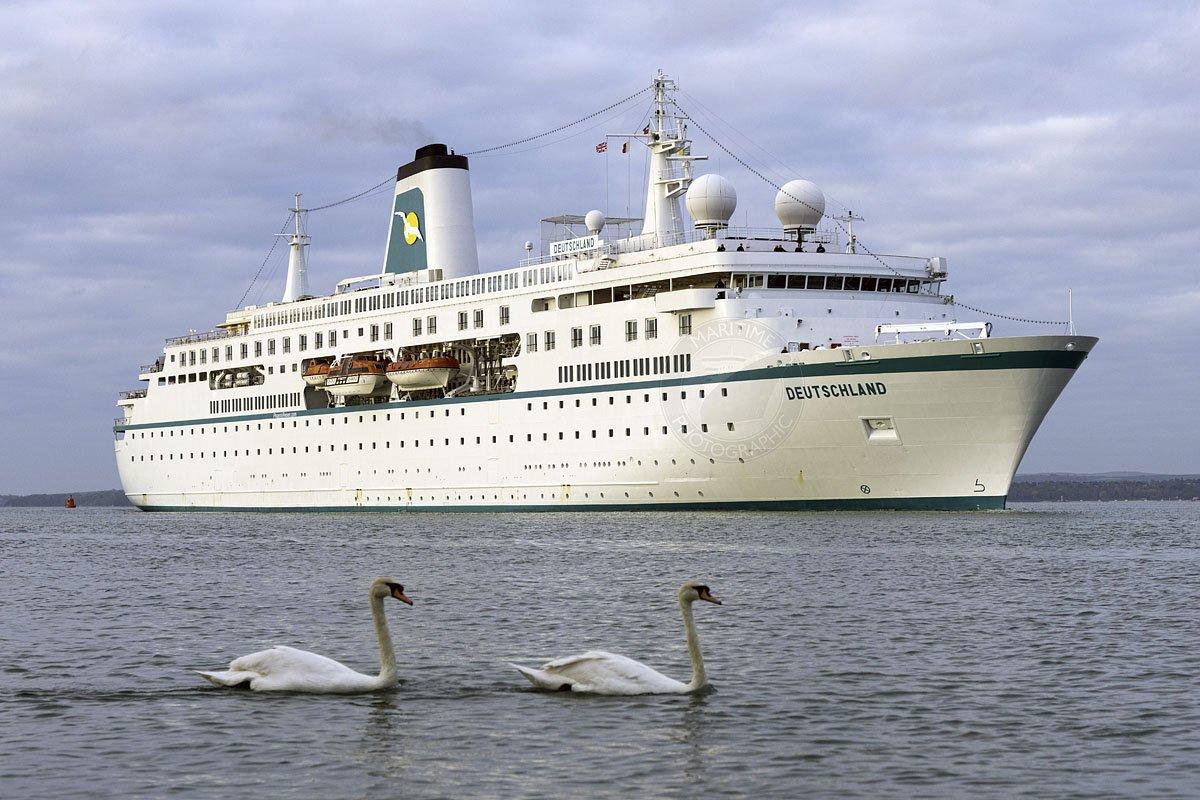 The first cruise visitor of the year @PortsmouthPort #PhoenixReisen #Deutschland #Portsmouthpic.twitter.com/u3UXbUSnLC