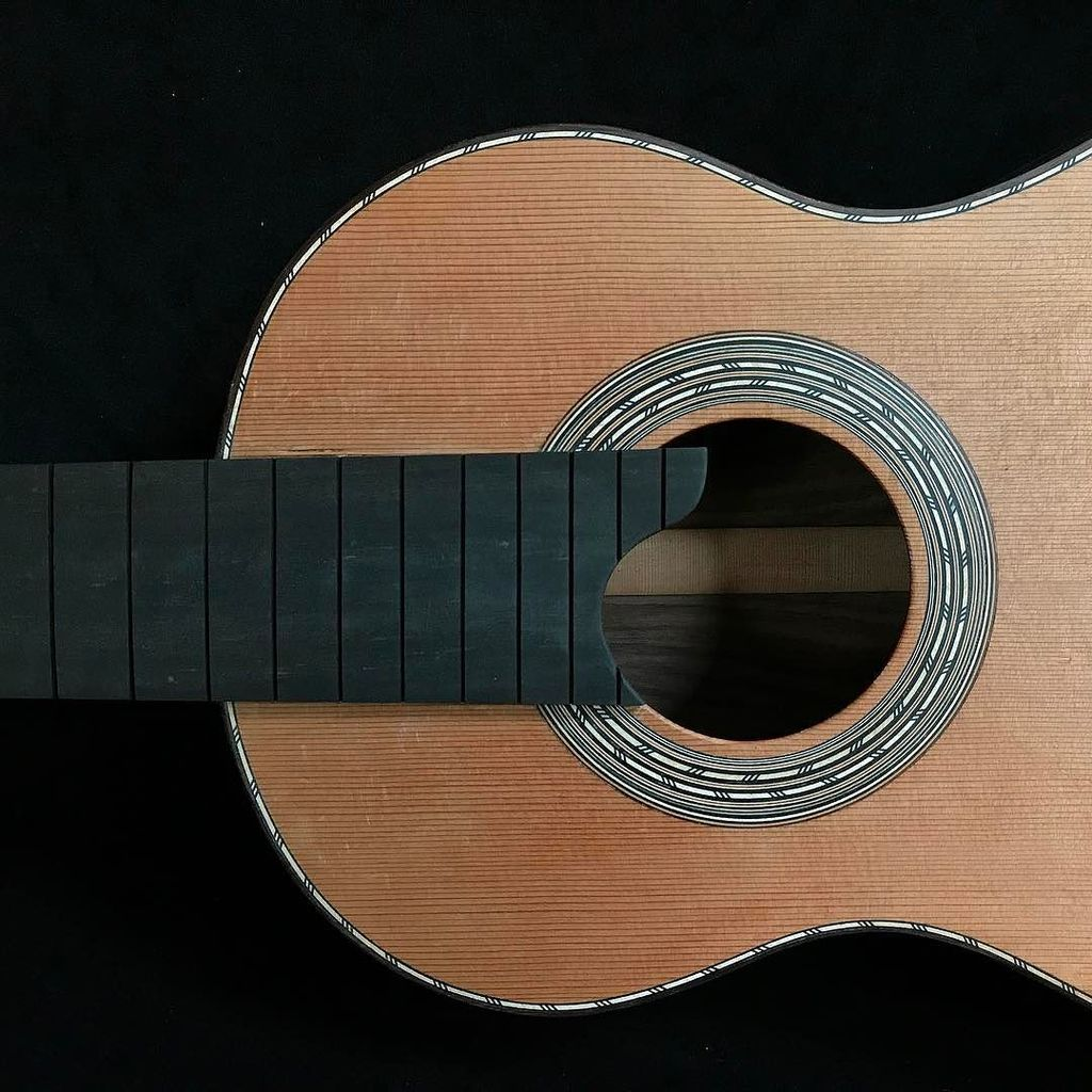 Fretboard,rosette and binding on 604mm Torres Cedar and Rosewood. #luthier #guitarmaker #guitarplayer #guitar #wor…  http:// ift.tt/2ow8XC8  &nbsp;  <br>http://pic.twitter.com/4srb6XXM9G