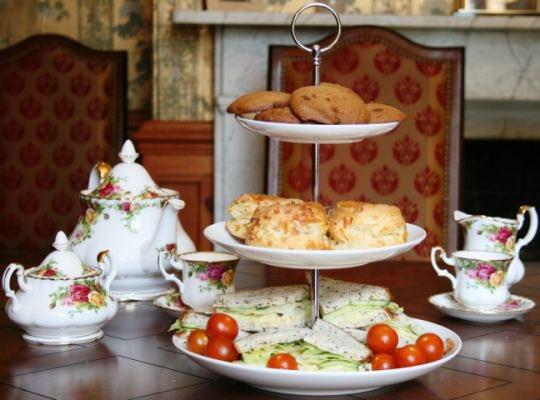 Feter #NationalTeaDay avec les meilleurs Afternoon Teas de Londres - voila ou et comment:  http:// bit.ly/2p22e45     @FrenchRadioLdnpic.twitter.com/tjUpsRJ6jB