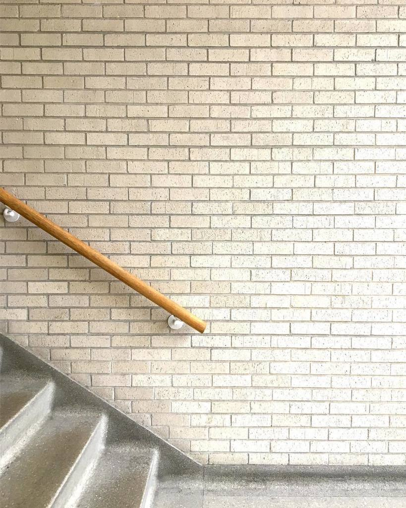 Stairs and handrail in Strickland Hall, built 1968. #mizzou #stairsofmizzou #handrail #stairs #staircase #steps #midmodmizzou #midcenturymo…<br>http://pic.twitter.com/LkyCTKU9Cw