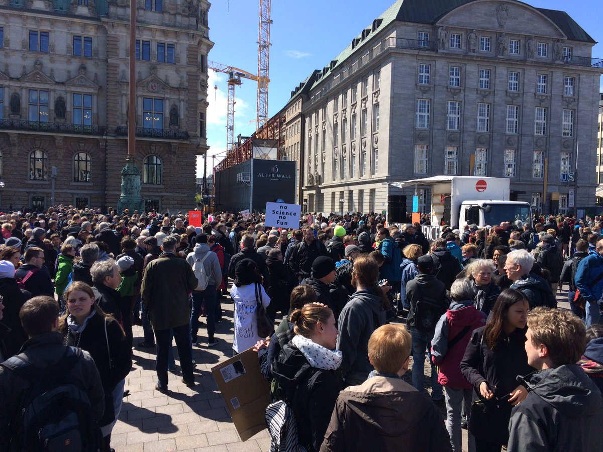 Go #Hamburg, go! We stand up for Science and for our future #marchforscience #earthday  #sciencemarch #whywemarch<br>http://pic.twitter.com/m23IbYdjHR