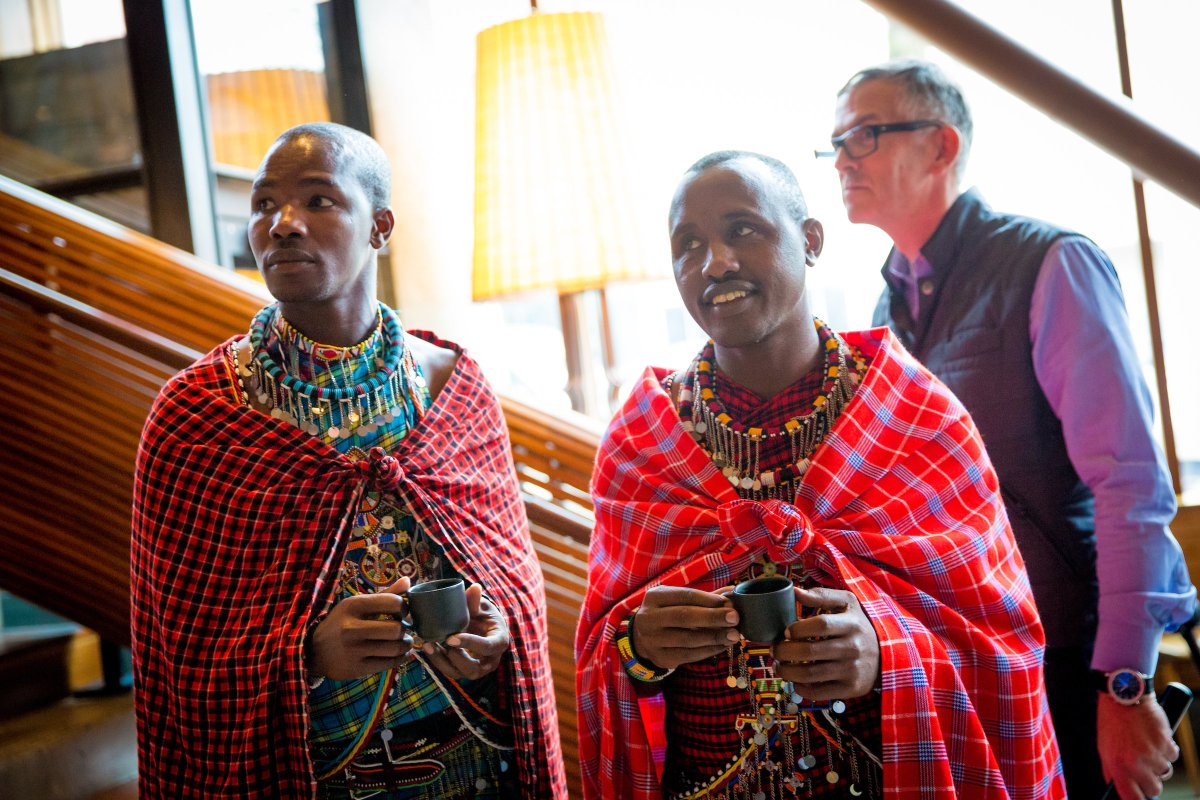 Maasai warriors check out Starbucks, enjoy some Kenyan dark roast https://t.co/vWPOvEOXfN