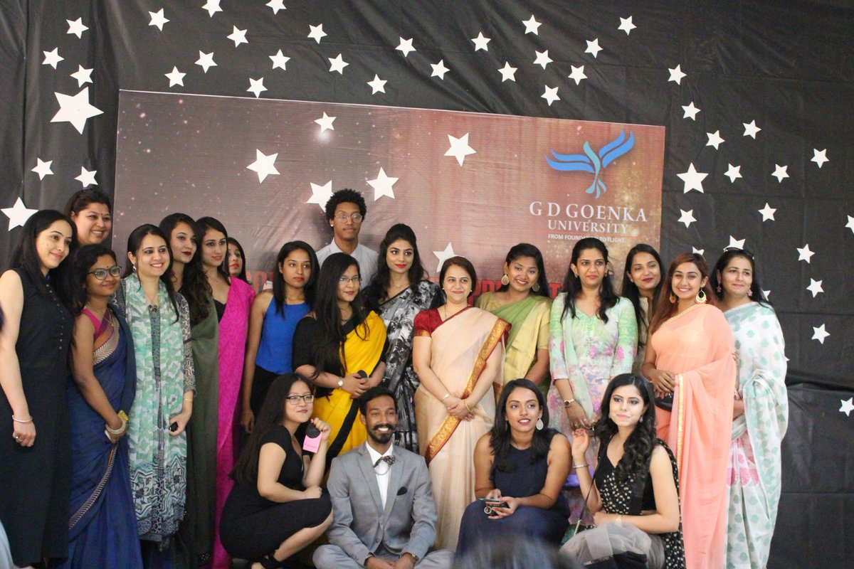 """Here is the glimpse of #farewell function with cultural Extravaganza """"Transcend 2017"""" for the Class of 2017. <br>http://pic.twitter.com/sUE6pjLWmh"""