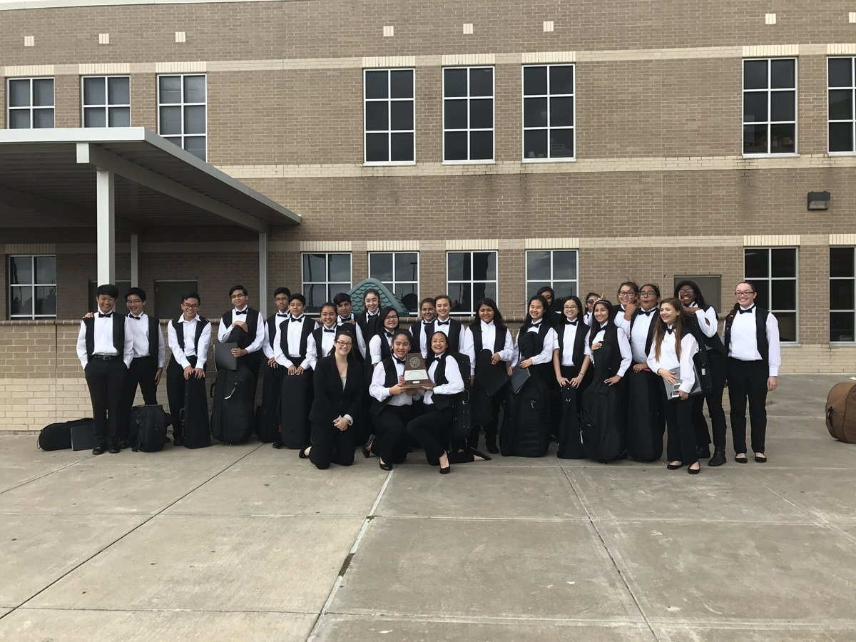 Wonderful students who earned their clean sweep today! So proud of these bulldogs! #cfisdmusic #orchestra #uil<br>http://pic.twitter.com/DP3NfFn46l